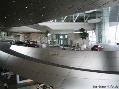 Absatzflaute - Wenige Kunden holen neue Autos ab