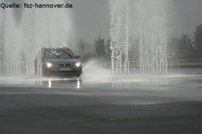 Bremsen, Ausweichen und das auch auf glatter Fahrbahn (Quelle: fsz-hannover.de)
